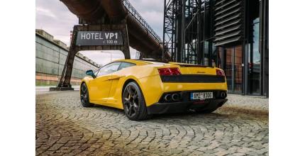 60 minut adrenalinu ve Ferrari nebo Lamborghini