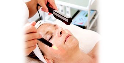 Kosmetické ošetření obličeje s masáží hlavy
