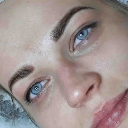 Dárkový poukaz na permanentní make-up oboči pudrovou metodou v hodnotě 3 900 Kč