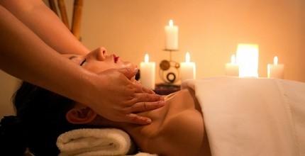Jedna masáž zad a šíje v masážním salónu s tradicí