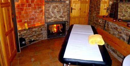 Relaxační masáž v teple u krbu