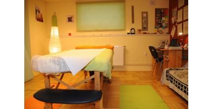 Lymfatická masáž s masáží zad a šíje se zábalem v masážním salónu s tradicí