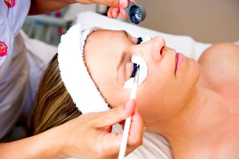 Dárkový poukaz na kosmetické ošetření obličeje a očního okolí -1500 Kč